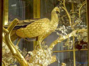 L'Ermitage - Le paon, l'une des figurines mécaniques de l'horloge