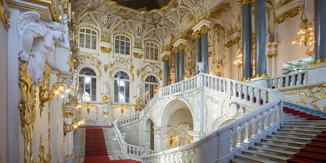 Escalier principal du musée de l'Ermitage