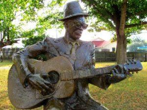 Statue Lightnin' dans la ville de Crockett (Texas)